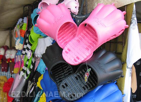 """Забавные покупки в Бангкоке: """"зверские"""" кроксы"""