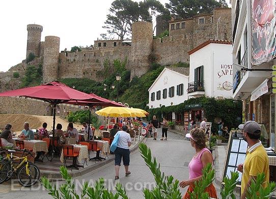 Испания. Туристы в Тосса де Мар