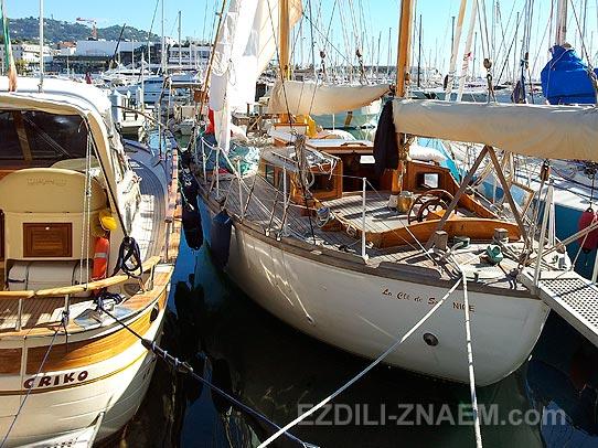 Яхты в порту Канн